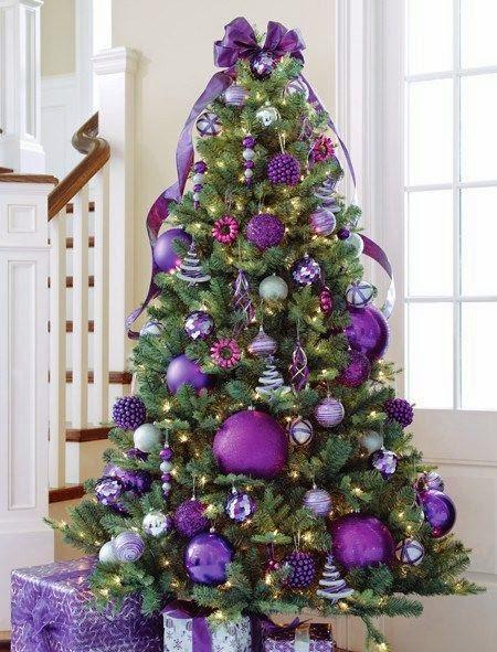 Ideas de decoración de un árbol de navidad con morado