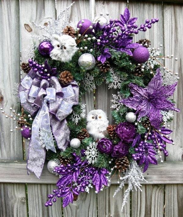 Linda corona de navidad en morado