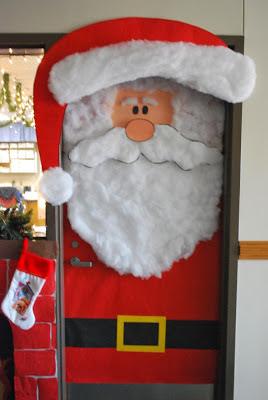 Decoración de santa claus para puertas navideñas