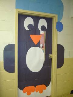 Pingüinos para decorar una puerta en navidad