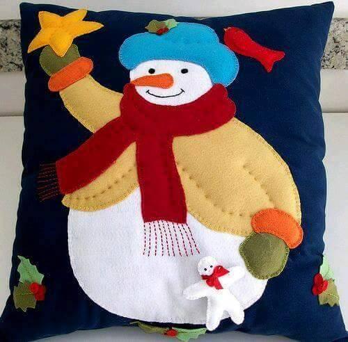 ideas-de-cojines-para-decorar-en-navidad-muneco-de-nieve