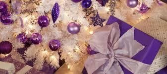 Decora con morado en navidad