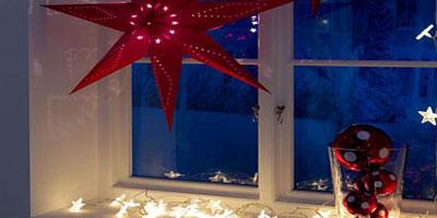 ventana decorada para navidad